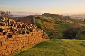 Walltown+Crags+ +Hadrians+Wall 10 Tembok yang Bersejarah di Dunia